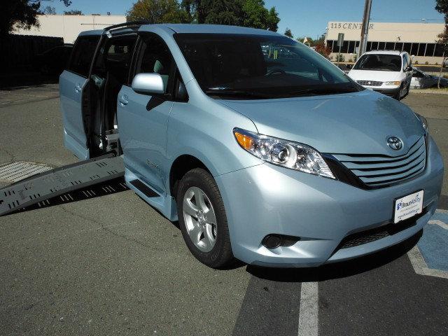 2015 Toyota Sienna BraunAbility Rampvan XT Wheelchair Van For Sale