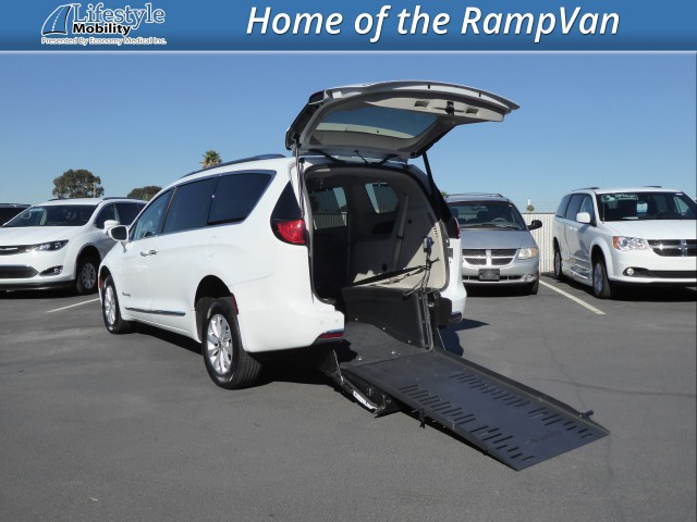 2019 Chrysler Pacifica BraunAbility Chrysler Pacifica Rear-Entry Wheelchair Van For Sale
