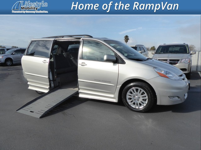 2008 Toyota Sienna BraunAbility Rampvan XT Wheelchair Van For Sale